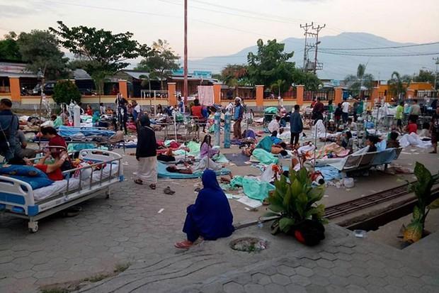 Hiện trường tan hoang sau trận động đất, sóng thần ở Indonesia - Ảnh 9.