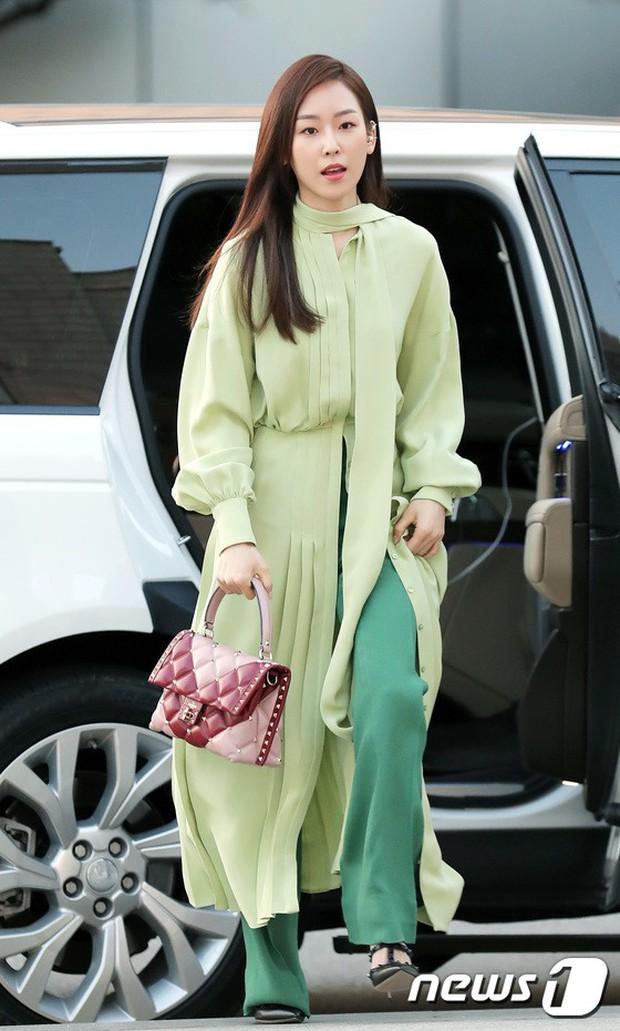 Lộ diện chính thức sau khi cưới Taeyang, Min Hyo Rin đẹp và béo ra trông thấy nhưng sao lại không đeo nhẫn cưới? - Ảnh 12.