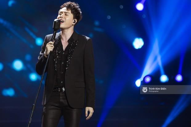 Khoảnh khắc đẹp của dàn sao Việt-Hàn trong show diễn đêm qua khiến khán giả bùng nổ - Ảnh 2.