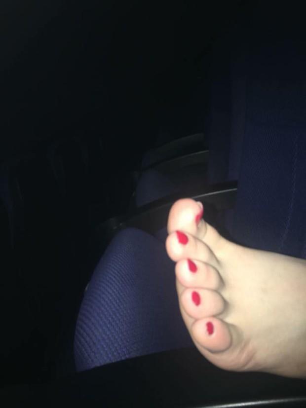 Những bàn chân ma thuật trên máy bay, xe khách khiến dân mạng chỉ biết thả reaction phẫn nộ - Ảnh 6.