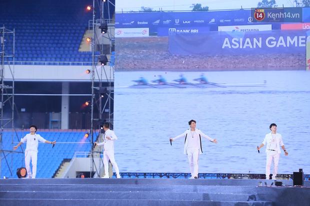 Dàn nghệ sĩ cùng nhau hoà giọng mừng đội tuyển Olympic Việt Nam trở về từ ASIAD 2018 - Ảnh 9.