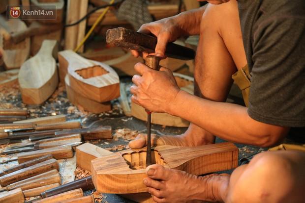 Ghé thăm người đàn ông 35 năm đẽo đục khuôn bánh Trung thu ở Hà Nội: Một khuôn gỗ đắt nhất giá 5 triệu - Ảnh 4.