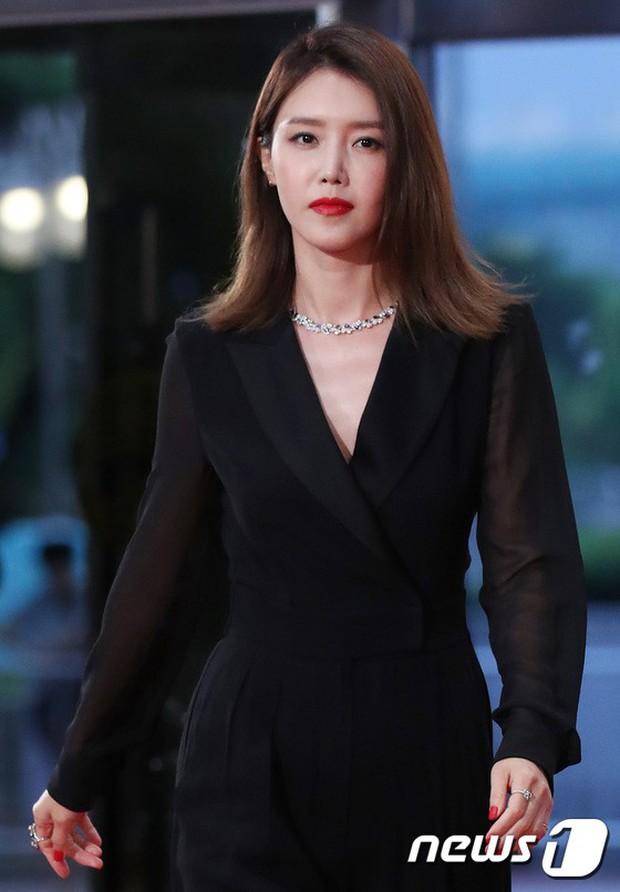 Thảm đỏ Seoul Drama Awards: Park Seo Joon xuất sắc nhưng thiếu Park Min Young, Sooyoung đọ sắc chị đại Lee Bo Young - Ảnh 25.