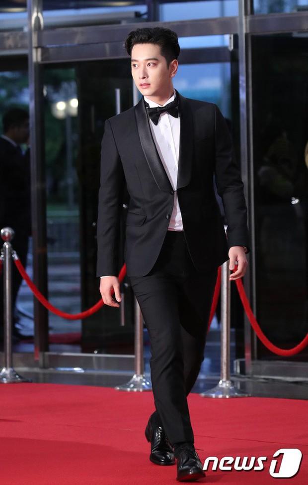 Thảm đỏ Seoul Drama Awards: Park Seo Joon xuất sắc nhưng thiếu Park Min Young, Sooyoung đọ sắc chị đại Lee Bo Young - Ảnh 5.