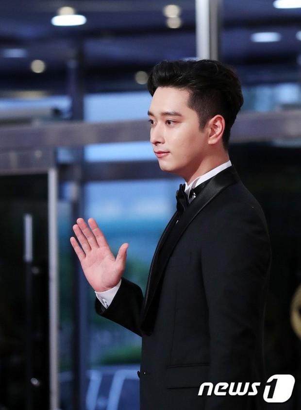 Thảm đỏ Seoul Drama Awards: Park Seo Joon xuất sắc nhưng thiếu Park Min Young, Sooyoung đọ sắc chị đại Lee Bo Young - Ảnh 6.