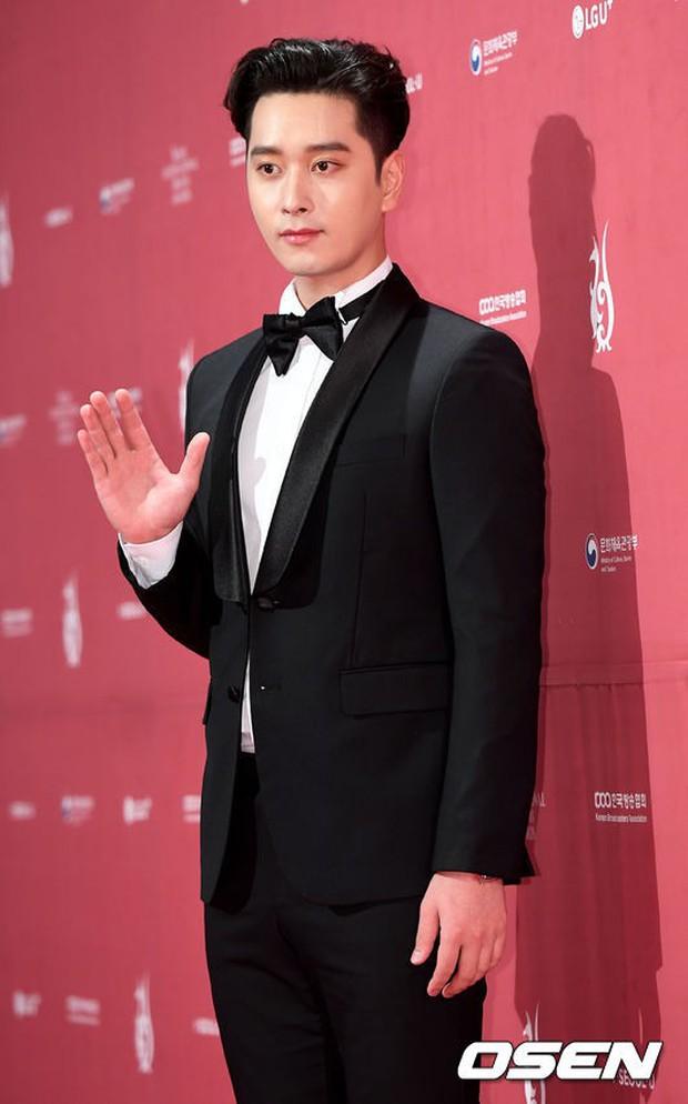 Thảm đỏ Seoul Drama Awards: Park Seo Joon xuất sắc nhưng thiếu Park Min Young, Sooyoung đọ sắc chị đại Lee Bo Young - Ảnh 7.