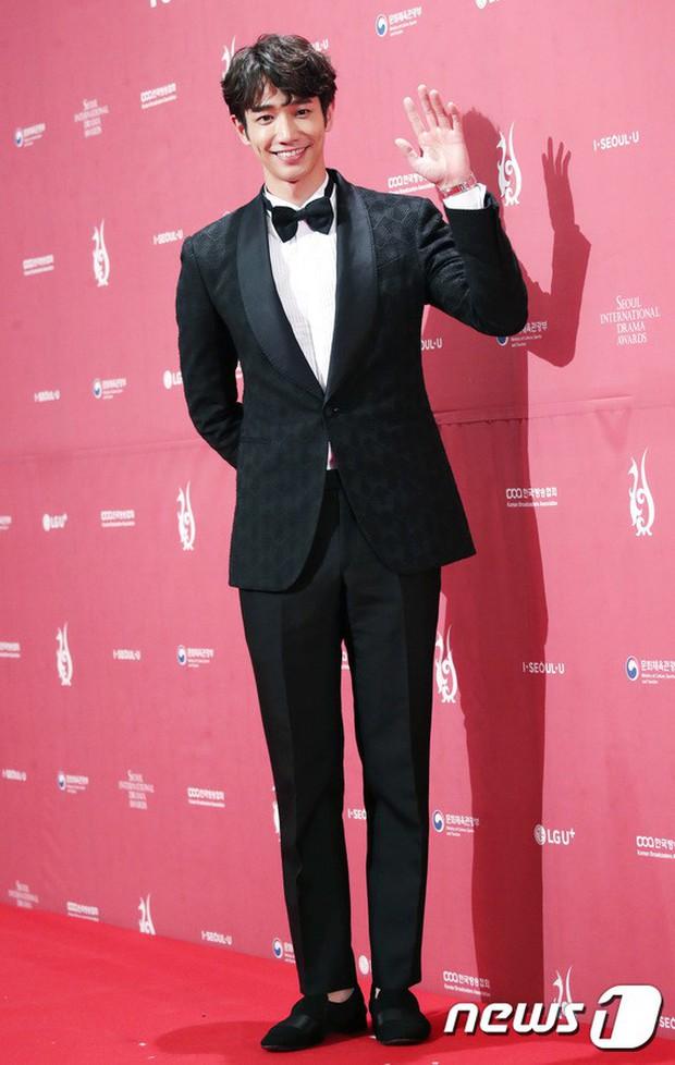 Thảm đỏ Seoul Drama Awards: Park Seo Joon xuất sắc nhưng thiếu Park Min Young, Sooyoung đọ sắc chị đại Lee Bo Young - Ảnh 32.