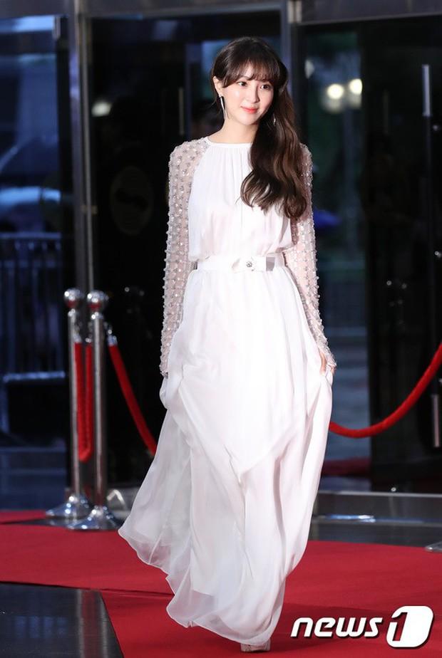 Thảm đỏ Seoul Drama Awards: Park Seo Joon xuất sắc nhưng thiếu Park Min Young, Sooyoung đọ sắc chị đại Lee Bo Young - Ảnh 20.