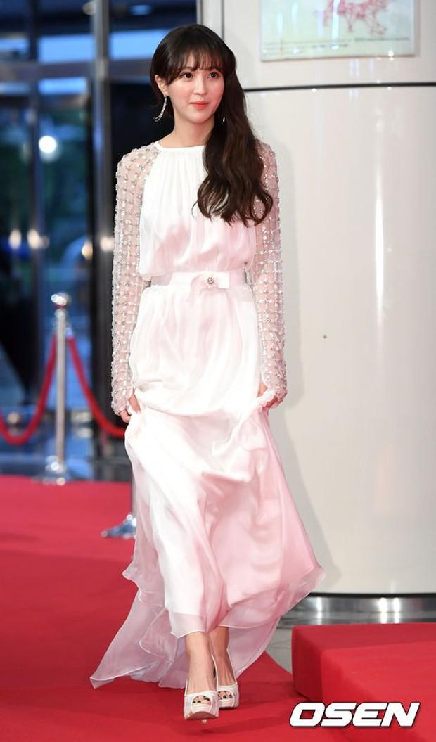 Thảm đỏ Seoul Drama Awards: Park Seo Joon xuất sắc nhưng thiếu Park Min Young, Sooyoung đọ sắc chị đại Lee Bo Young - Ảnh 21.