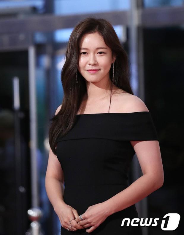 Thảm đỏ Seoul Drama Awards: Park Seo Joon xuất sắc nhưng thiếu Park Min Young, Sooyoung đọ sắc chị đại Lee Bo Young - Ảnh 29.