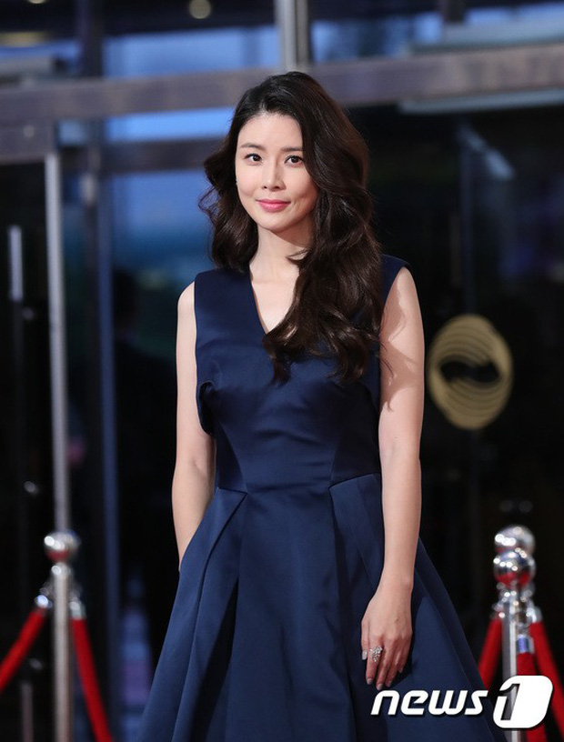 Thảm đỏ Seoul Drama Awards: Park Seo Joon xuất sắc nhưng thiếu Park Min Young, Sooyoung đọ sắc chị đại Lee Bo Young - Ảnh 15.