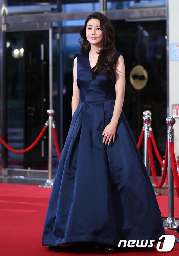 Thảm đỏ Seoul Drama Awards: Park Seo Joon xuất sắc nhưng thiếu Park Min Young, Sooyoung đọ sắc chị đại Lee Bo Young - Ảnh 18.