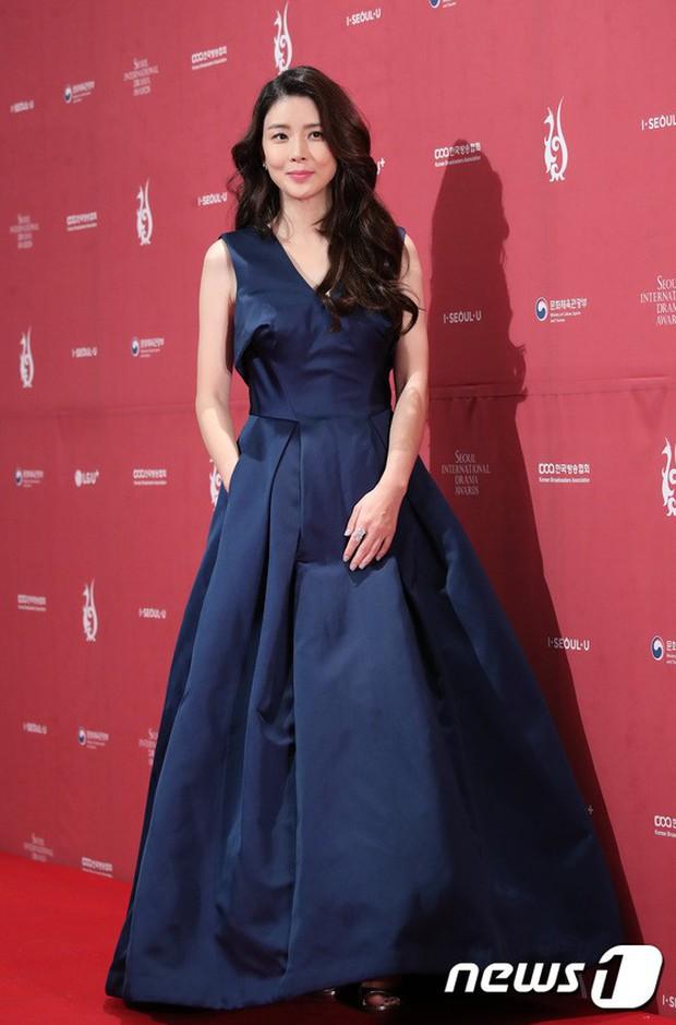 Thảm đỏ Seoul Drama Awards: Park Seo Joon xuất sắc nhưng thiếu Park Min Young, Sooyoung đọ sắc chị đại Lee Bo Young - Ảnh 16.