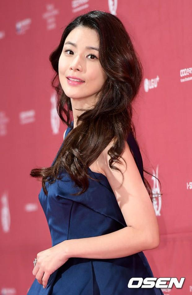 Thảm đỏ Seoul Drama Awards: Park Seo Joon xuất sắc nhưng thiếu Park Min Young, Sooyoung đọ sắc chị đại Lee Bo Young - Ảnh 19.