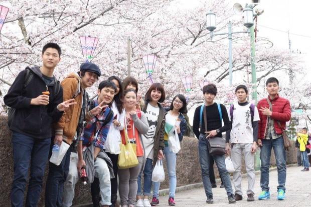 Nhật Bản thắt chặt visa để hạn chế sinh viên nước ngoài sang làm việc chui dưới danh nghĩa du học tiếng Nhật - Ảnh 1.