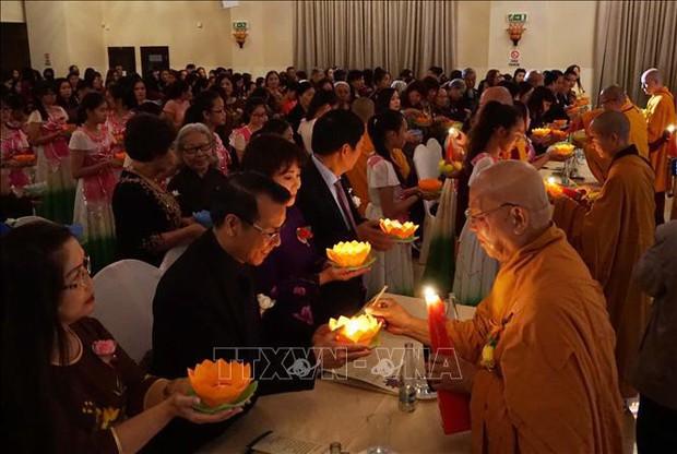 Vu Lan báo hiếu - Lễ tri ân cha mẹ của cộng đồng người Việt tại CH Séc - Ảnh 1.