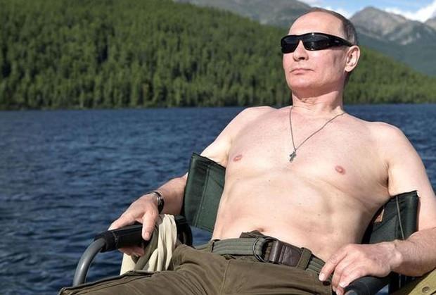 65 tuổi, Tổng thống Nga Putin vẫn bơi hàng km mỗi ngày - Ảnh 1.