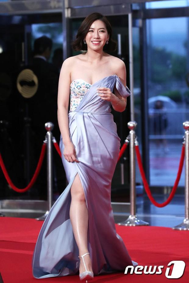 Thảm đỏ Seoul Drama Awards: Park Seo Joon xuất sắc nhưng thiếu Park Min Young, Sooyoung đọ sắc chị đại Lee Bo Young - Ảnh 36.