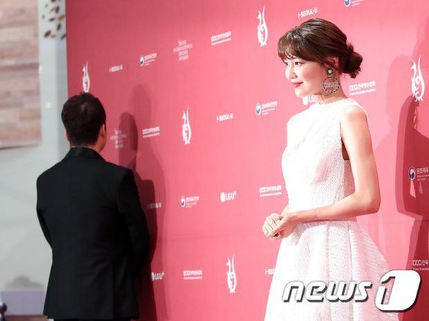 Thảm đỏ Seoul Drama Awards: Park Seo Joon xuất sắc nhưng thiếu Park Min Young, Sooyoung đọ sắc chị đại Lee Bo Young - Ảnh 12.