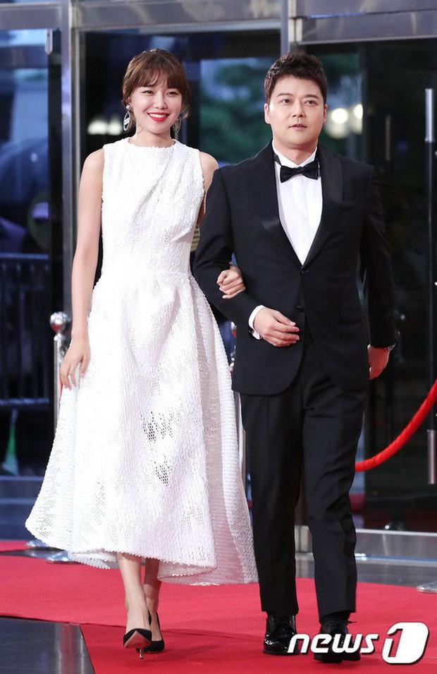 Thảm đỏ Seoul Drama Awards: Park Seo Joon xuất sắc nhưng thiếu Park Min Young, Sooyoung đọ sắc chị đại Lee Bo Young - Ảnh 8.