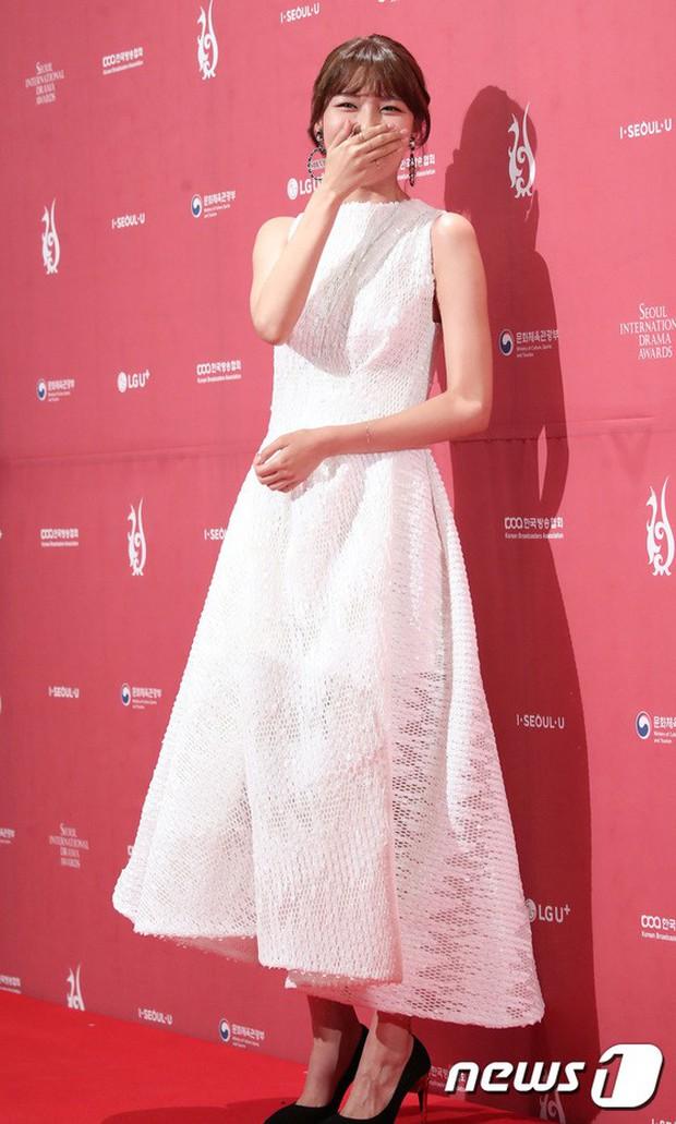 Thảm đỏ Seoul Drama Awards: Park Seo Joon xuất sắc nhưng thiếu Park Min Young, Sooyoung đọ sắc chị đại Lee Bo Young - Ảnh 13.