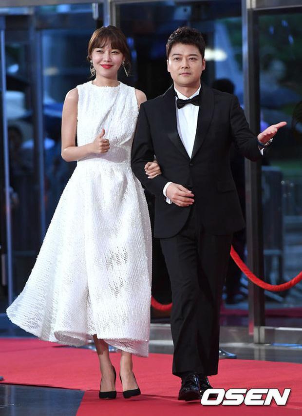 Thảm đỏ Seoul Drama Awards: Park Seo Joon xuất sắc nhưng thiếu Park Min Young, Sooyoung đọ sắc chị đại Lee Bo Young - Ảnh 9.