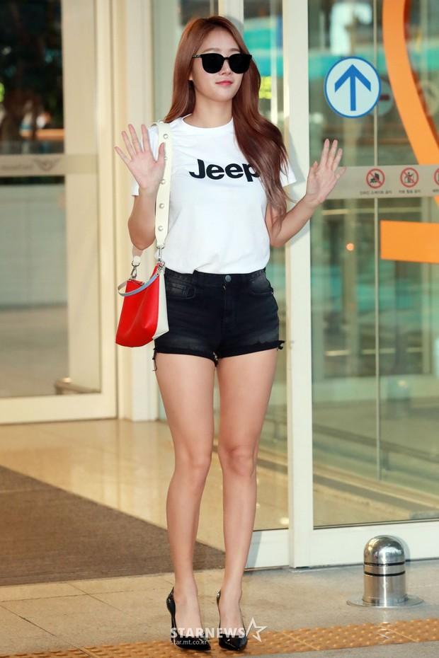 Dara, Hyomin cùng sang Việt Nam vào sáng nay nhưng gặp trục trặc, Sulli đẹp đỉnh cao bên chân dài Soyu tại sân bay - Ảnh 19.
