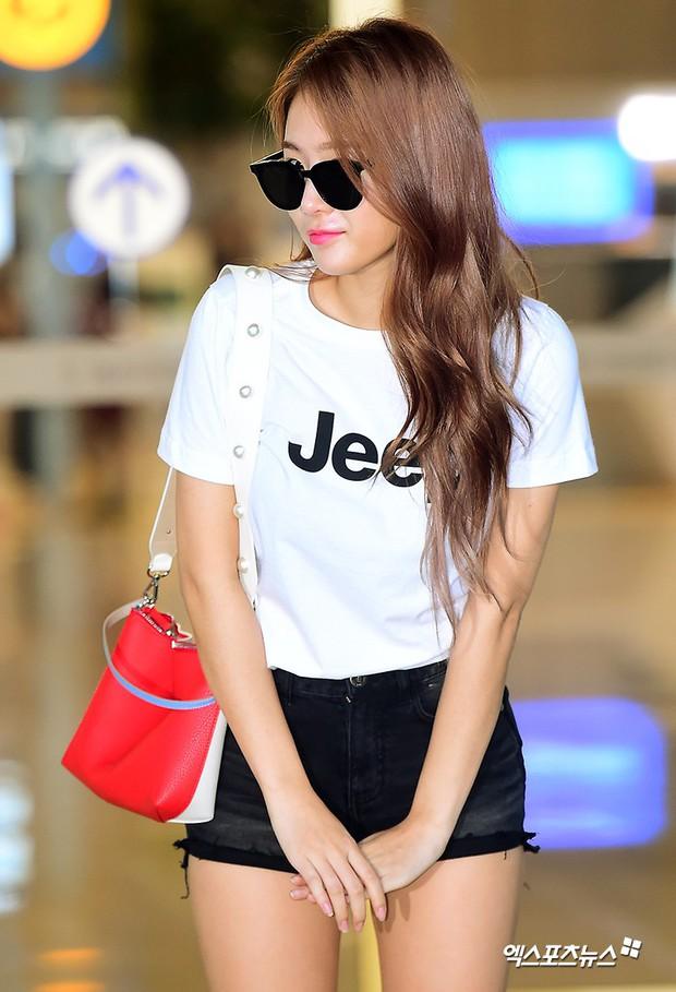 Dara, Hyomin cùng sang Việt Nam vào sáng nay nhưng gặp trục trặc, Sulli đẹp đỉnh cao bên chân dài Soyu tại sân bay - Ảnh 20.
