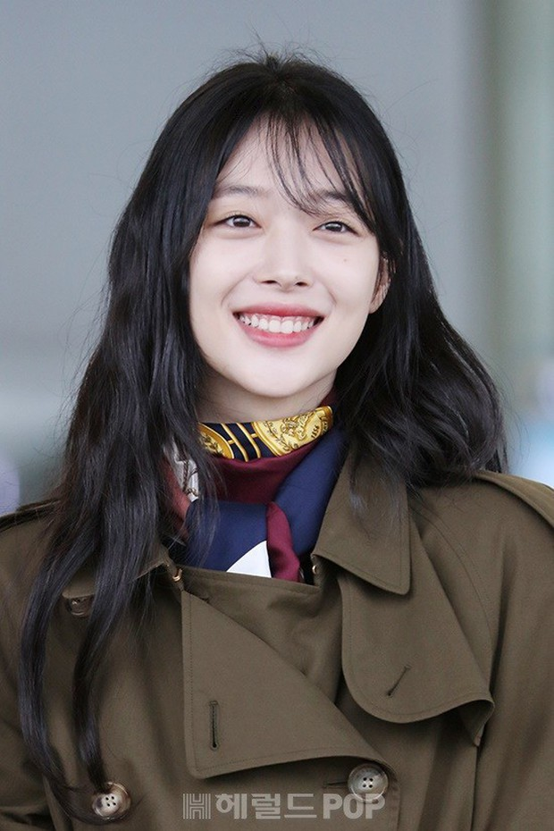 Dara, Hyomin cùng sang Việt Nam vào sáng nay nhưng gặp trục trặc, Sulli đẹp đỉnh cao bên chân dài Soyu tại sân bay - Ảnh 16.