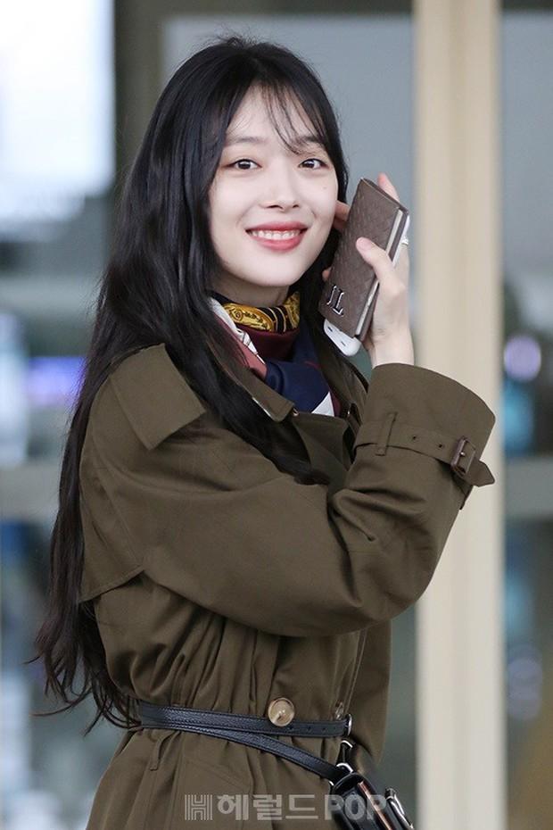 Dara, Hyomin cùng sang Việt Nam vào sáng nay nhưng gặp trục trặc, Sulli đẹp đỉnh cao bên chân dài Soyu tại sân bay - Ảnh 15.