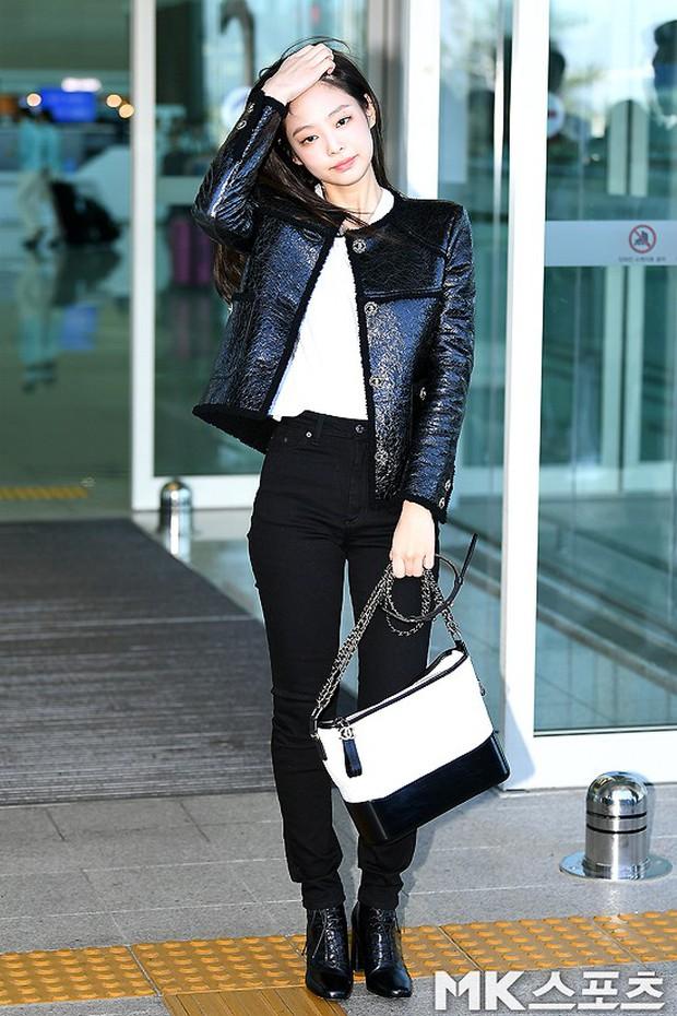 Đẳng cấp như Jennie (Black Pink) ra sân bay: Đơn giản nhưng vẫn đẹp hoàn hảo, sang chảnh như dự sự kiện - Ảnh 3.