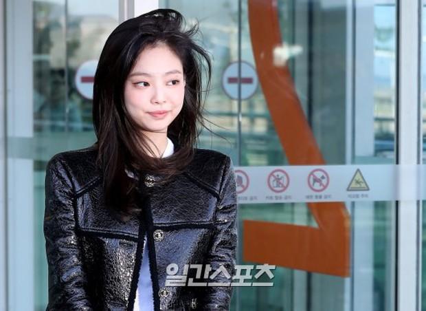 Đẳng cấp như Jennie (Black Pink) ra sân bay: Đơn giản nhưng vẫn đẹp hoàn hảo, sang chảnh như dự sự kiện - Ảnh 11.