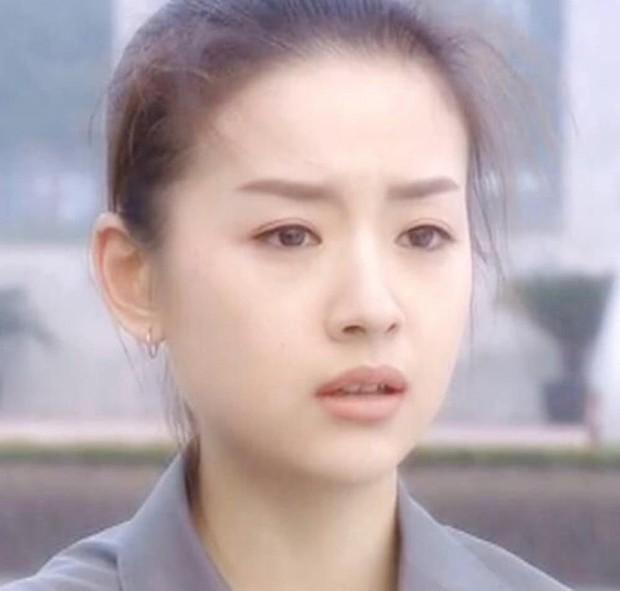 Choáng với nhan sắc thật sự tuổi 38 của Hoàng hậu Đổng Khiết: Da chảy xệ, gương mặt toàn nếp nhăn - Ảnh 1.