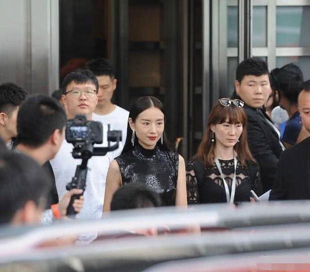 Choáng với nhan sắc thật sự tuổi 38 của Hoàng hậu Đổng Khiết: Da chảy xệ, gương mặt toàn nếp nhăn - Ảnh 5.
