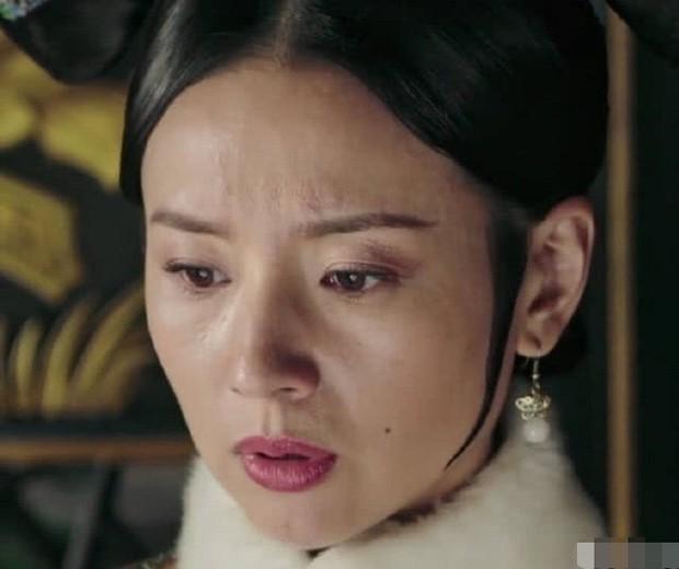 Choáng với nhan sắc thật sự tuổi 38 của Hoàng hậu Đổng Khiết: Da chảy xệ, gương mặt toàn nếp nhăn - Ảnh 9.