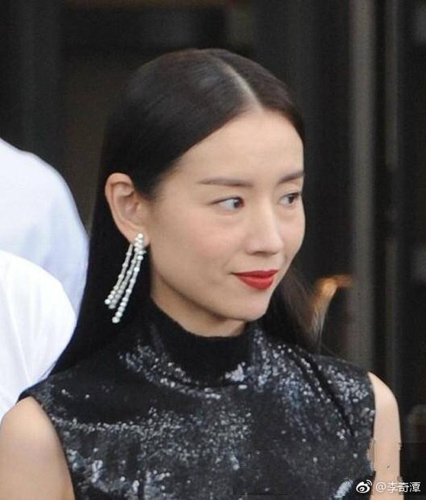 Choáng với nhan sắc thật sự tuổi 38 của Hoàng hậu Đổng Khiết: Da chảy xệ, gương mặt toàn nếp nhăn - Ảnh 6.