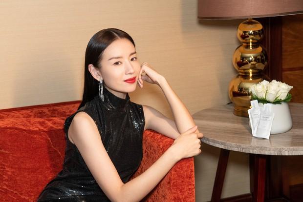 Choáng với nhan sắc thật sự tuổi 38 của Hoàng hậu Đổng Khiết: Da chảy xệ, gương mặt toàn nếp nhăn - Ảnh 3.