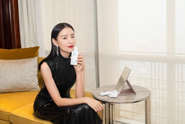 Choáng với nhan sắc thật sự tuổi 38 của Hoàng hậu Đổng Khiết: Da chảy xệ, gương mặt toàn nếp nhăn - Ảnh 4.