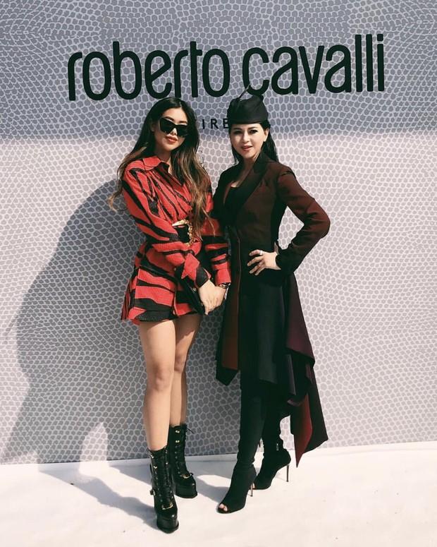 Mẹ chồng và em chồng Hà Tăng hẳn là những người chạy show gắt nhất Milan Fashion Week mùa này - Ảnh 5.