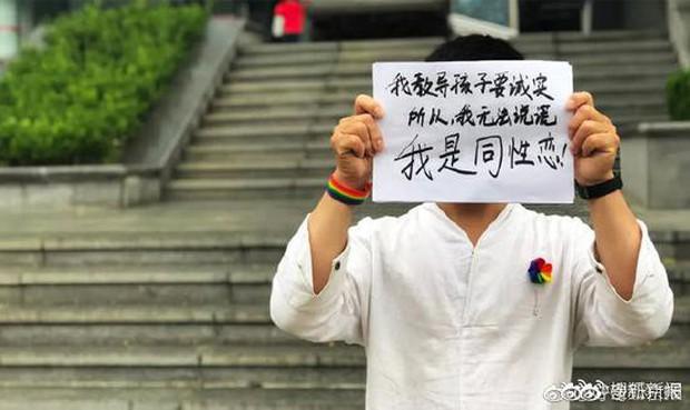Đuổi việc thầy giáo đồng tính, trường mẫu giáo bị dư luận Trung Quốc lên án kịch liệt - Ảnh 2.