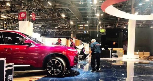 Chùm ảnh: Cận cảnh 2 xe VinFast được vận chuyển tới Paris Motor Show - Ảnh 10.