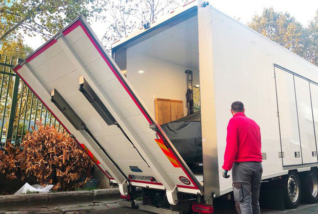 Chùm ảnh: Cận cảnh 2 xe VinFast được vận chuyển tới Paris Motor Show - Ảnh 2.