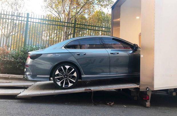 Chùm ảnh: Cận cảnh 2 xe VinFast được vận chuyển tới Paris Motor Show - Ảnh 5.