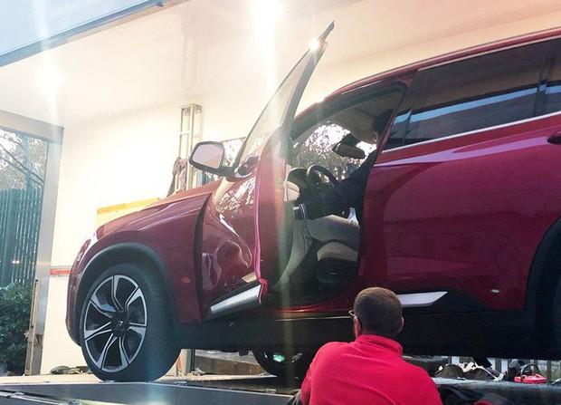 Chùm ảnh: Cận cảnh 2 xe VinFast được vận chuyển tới Paris Motor Show - Ảnh 6.