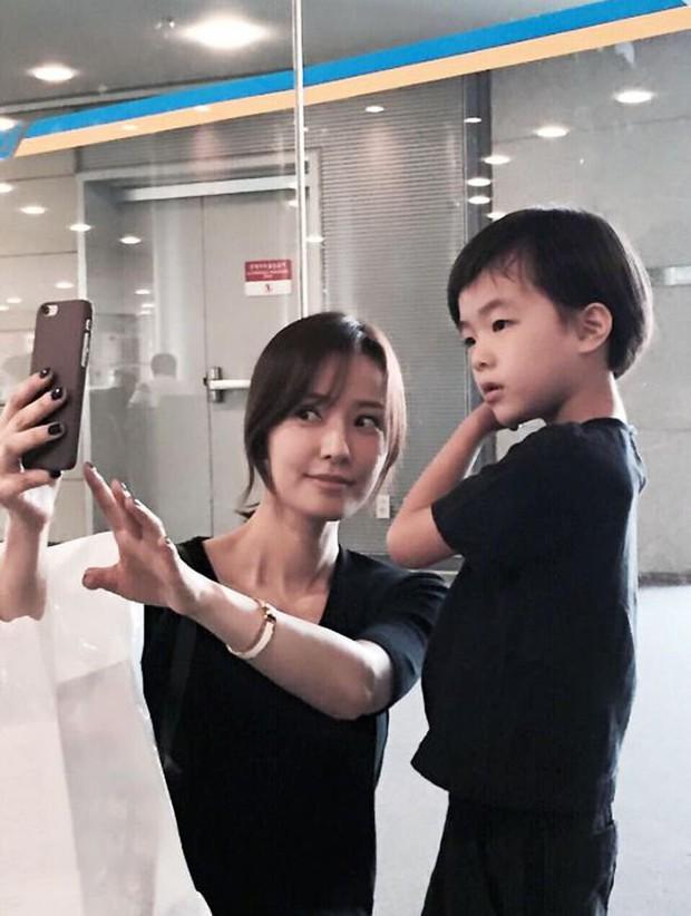 Phát cuồng vì con trai tài tử Kwon Sang Woo: 9 tuổi mà quá điển trai, khí chất không kém gì minh tinh - Ảnh 4.