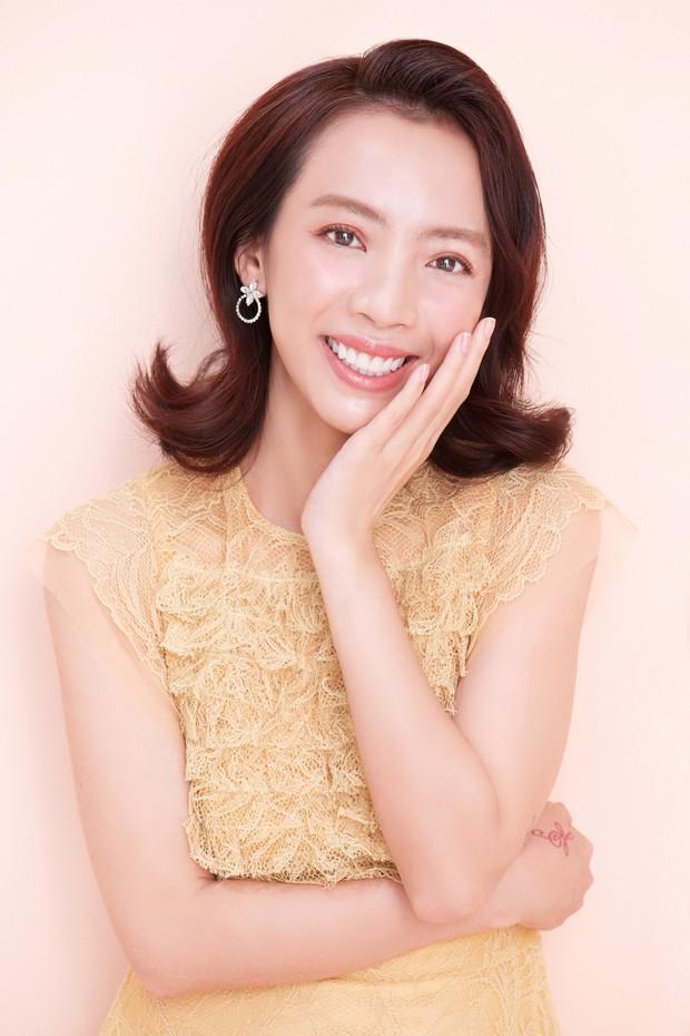 Thập Tam Muội Thu Trang bất ngờ nữ tính, trở thành Hoàng hậu trong phim cung đấu xuyên không - Ảnh 1.