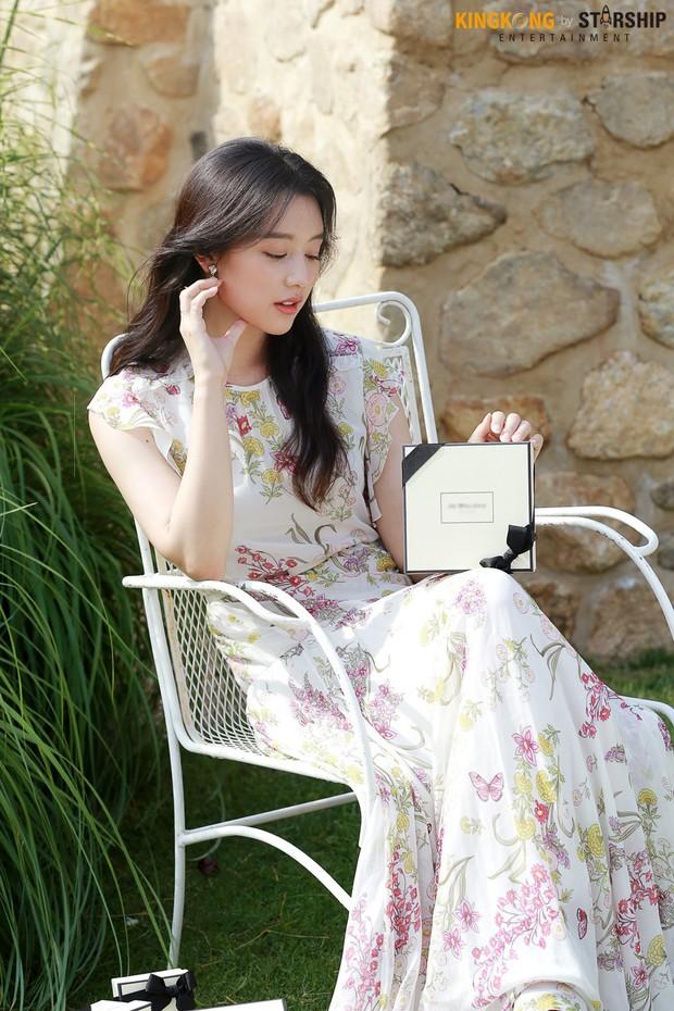 Náo loạn trước bộ ảnh hậu trường của mỹ nhân Hậu duệ mặt trời Kim Ji Won: Khi nhan sắc vượt cả chuẩn nữ thần - Ảnh 10.