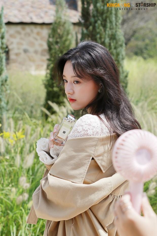 Náo loạn trước bộ ảnh hậu trường của mỹ nhân Hậu duệ mặt trời Kim Ji Won: Khi nhan sắc vượt cả chuẩn nữ thần - Ảnh 11.
