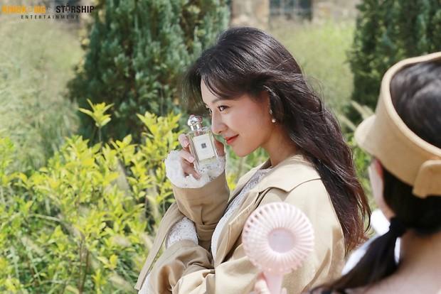 Náo loạn trước bộ ảnh hậu trường của mỹ nhân Hậu duệ mặt trời Kim Ji Won: Khi nhan sắc vượt cả chuẩn nữ thần - Ảnh 12.