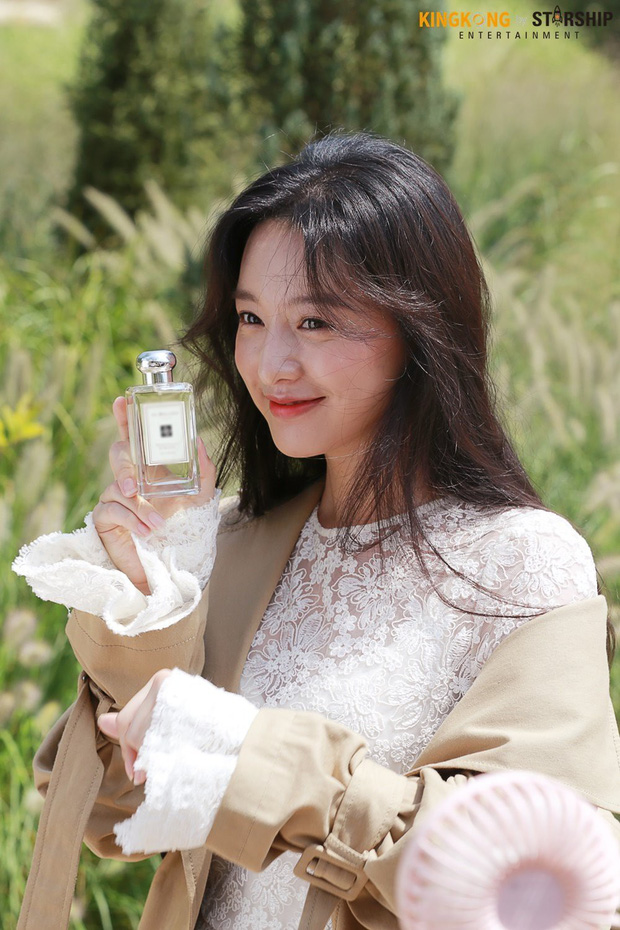 Náo loạn trước bộ ảnh hậu trường của mỹ nhân Hậu duệ mặt trời Kim Ji Won: Khi nhan sắc vượt cả chuẩn nữ thần - Ảnh 15.